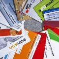 Versicherungskarten verschiedener Krankenkassen, aufgenommen am 5. Juni 2009 in Zuerich, Schweiz. (KEYSTONE/Gaetan Bally)